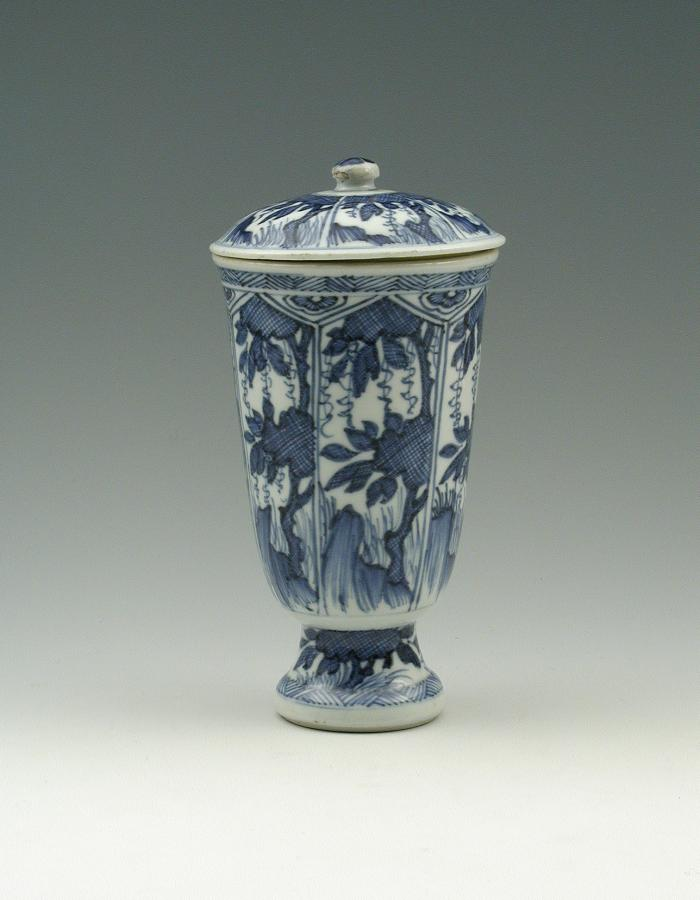 Blue and white porcelain beaker and cover.