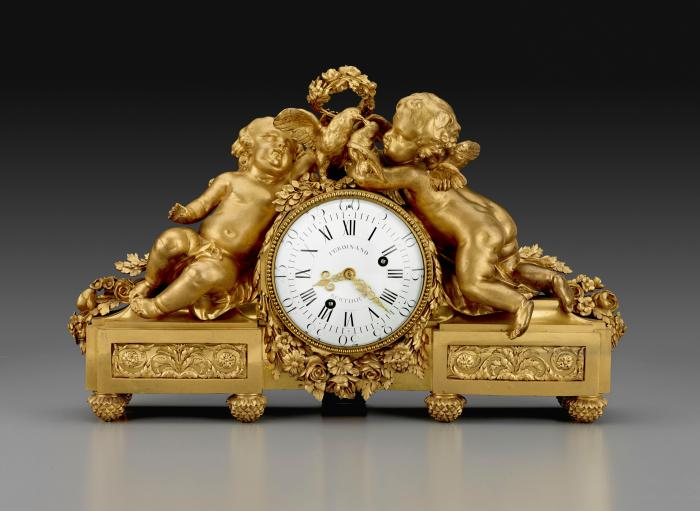 Mantel Clock in gilt bronze with two cherubs on either side of the dial